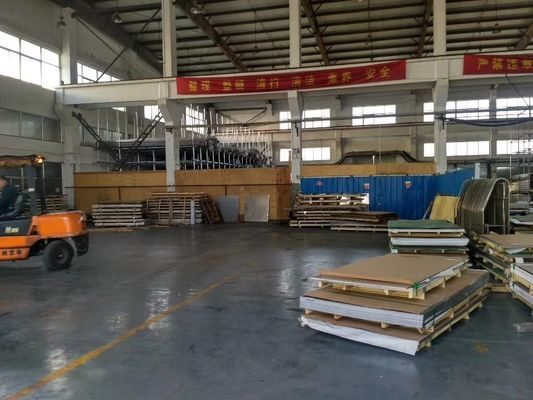 Cina JIS G4304 Cold Rolled Stainless Steel Sheet 430 BA Selesai 0.2mm Tebal pabrik